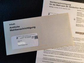 Foto mit Unterlagen für die Bundestagswahl 2021